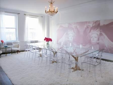 Stepenik stolice od pleksiglasa u trpezariji for Kelly behun studio